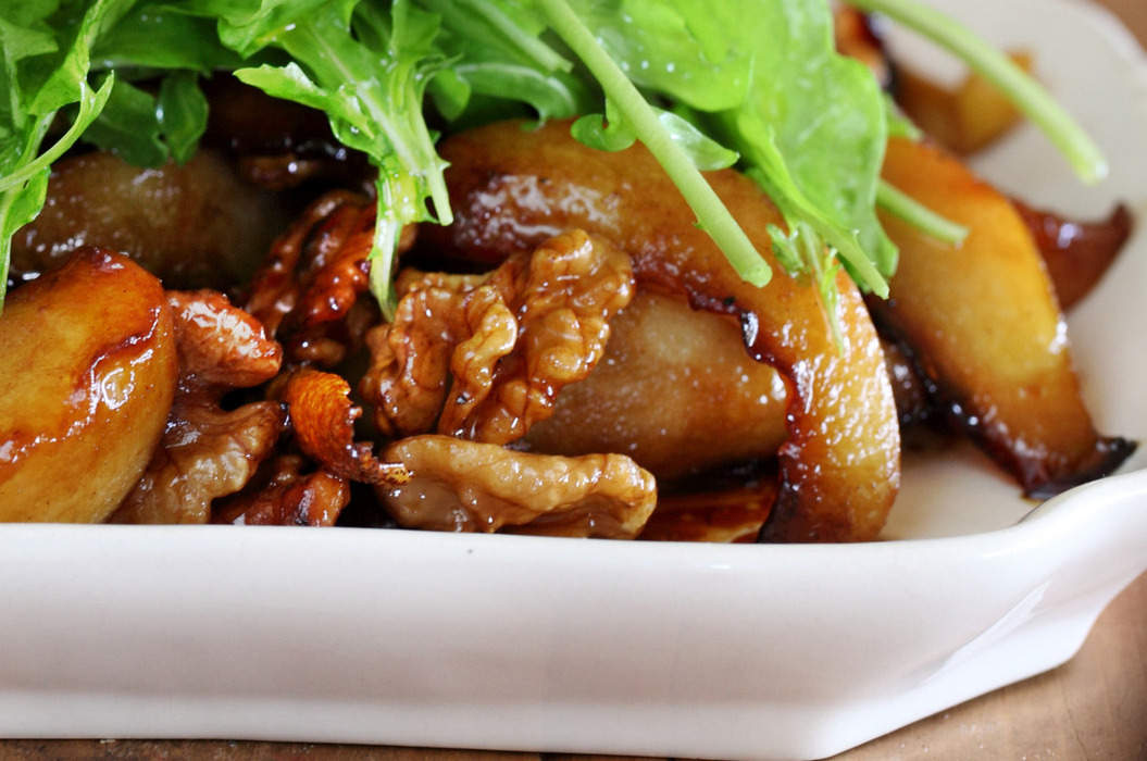 Baked_pear_salad_with_belly_bacon_and_walnuts_misc_massive