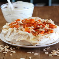 Pavlova_with_dried_apricots_and_almonds_recipes_thumbnail